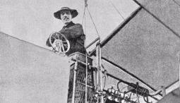 Conheça a história e as incríveis invenções de Santos Dumont