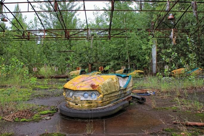 Parque abandonado na cidade de Pripyat