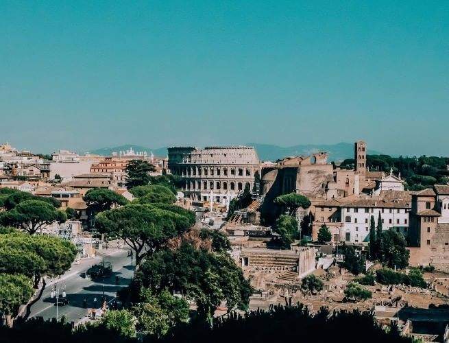Coliseu com a cidade de Roma ao redor