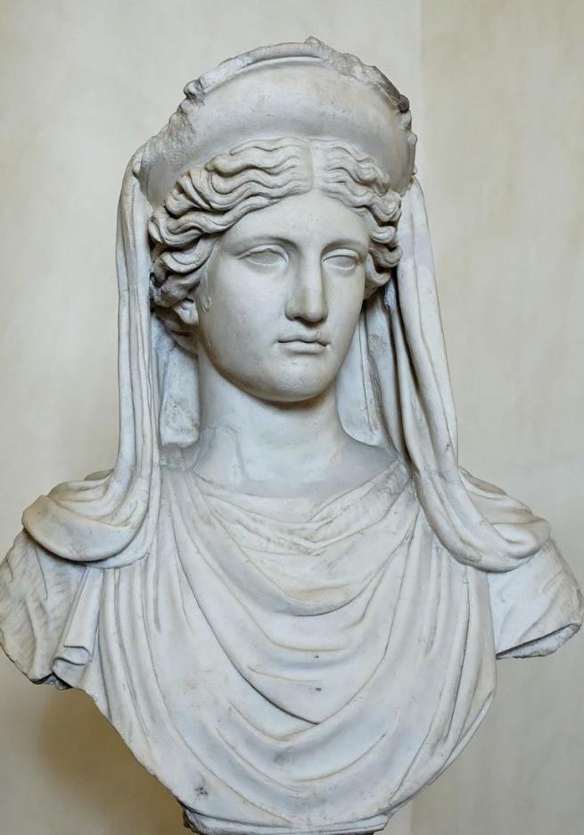 Estátua de Deméter com a sua coroa