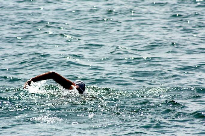 homem nadando Canal da Mancha