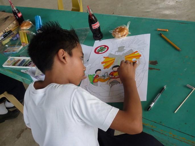 menino desenhando