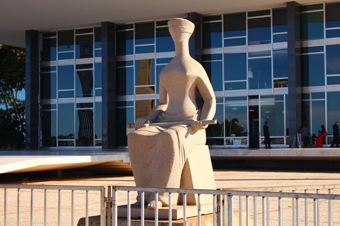 a justiça estátua