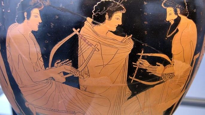 Pintura em vaso que data do ano de 510. a.C. revela aulas de música entre homens. A maioria dos homens gregos antigos possuíam alguma inclinação musical.
