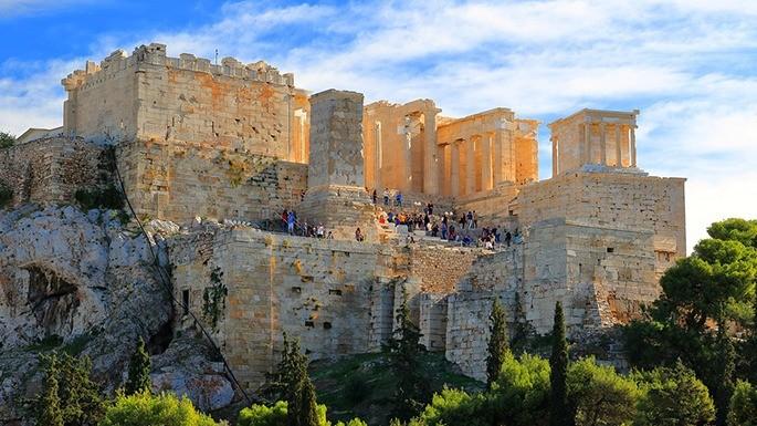 Fotografia que mostra a Acrópole de Atenas.