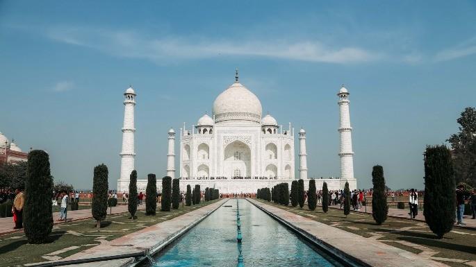 Foto do Taj Mahal e jardim frontal