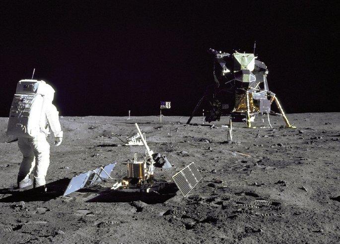 Imagem homem na lua