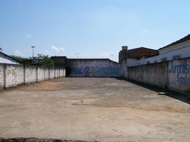 O local onde a fonte de césio-137 foi rompida hoje é um terreno abandonado.
