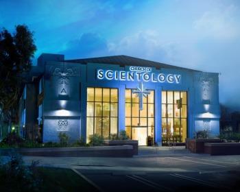 Saiba o que é a Cientologia: suas crenças, práticas e polêmicas