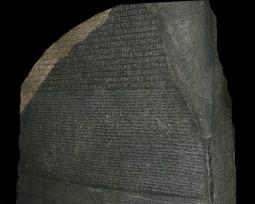 Pedra de Roseta: saiba o que é e qual a importância dessa pedra egípcia