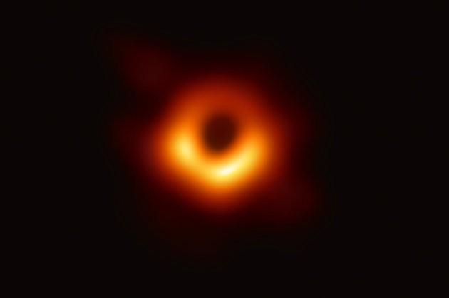Primeira foto de um buraco negro
