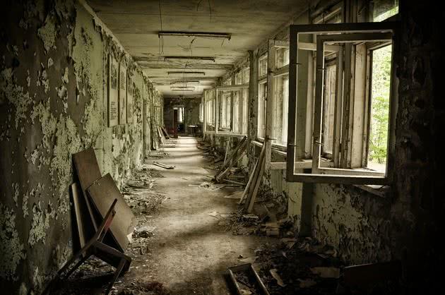 Foto de edifício abandonado em Pripyat