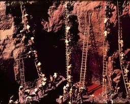 Serra Pelada: história e fotos do maior garimpo a céu aberto do mundo