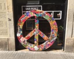 Sabe como surgiu o símbolo da paz? Conheça a história por trás do símbolo hippie