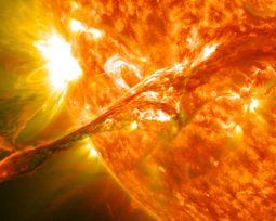 Tempestade solar chegando à Terra? Veja como isso poderia nos afetar